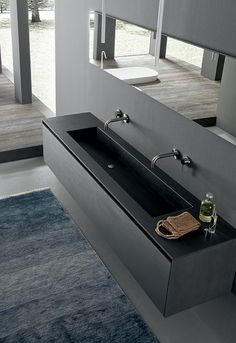 Blade collection is all about. The textured finish of nero fossile kerlite in enhanced by white tecnoril and the rovere ossidato floor. Bathroom Vanity Designs, Man Bathroom, Bathroom Design Luxury, Bath Design, Master Bathroom, Minimalist Bathroom Furniture, Modern Bathroom, Chic Beach House, Toilet Sink