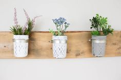 An adorable farmhouse DIY project for spring or anytime, learn how to Make your own Mason Jar Wall Planter in this article. Mason Jar Planter, Mason Jars, Diy Wall Planter, Diy Planters, Planter Ideas, Knock Off Decor, Pots, Hanging Picture Frames, Country Farmhouse Decor