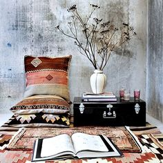 .Loved everything about this space....the rugs..the cushions...the textured wall...the black storage case...books...basically every single thing ...<3