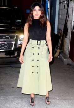 """Priyanka Chopra - waves to the fans leaving the """"Live with Kelly and Ryan"""" show in New York - April 2018 Nyc Fashion, Fashion Line, Work Fashion, Fashion Ideas, Indian Gowns Dresses, Indian Outfits, Priyanka Chopra Dress, Dark Green Skirt, Western Outfits Women"""