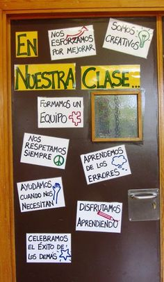 Motivations for the first day of school. - Ideas for class Dual Language Classroom, Bilingual Classroom, Bilingual Education, Flipped Classroom, Future Classroom, Classroom Door, Classroom Setup, Spanish Teacher, Teaching Spanish