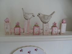 SHABBY CREAM AND PINK DISTRESSED WELCOME PLAQUE WITH TWO BIRDS GIFT BOXED CHIC