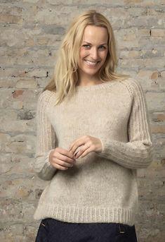 Familie Journal - strikkeopskrifter til hende Knitting Designs, Knitting Patterns Free, Free Knitting, Free Pattern, Knitting Sweaters, Knitting Ideas, Facon, Cross Stitch Charts, Lana
