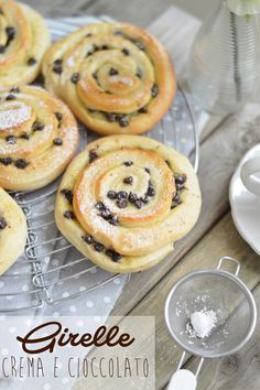 Custard and chocolate rolls Sweet Recipes, Healthy Recipes, Chocolate Roll, Biscotti, Doughnut, Nutella, Buffet, Sweet Tooth, Food And Drink