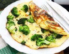 Dieses Low-Carb Omelett mit Brokkoli und viele weitere gesunde Rührei und Omelett-Rezepte zum Abnehmen findest du auf Vitalkochen.