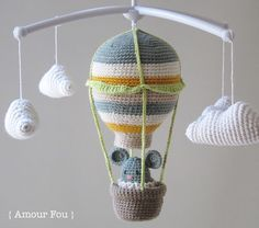 Note: This hot air balloon measures 15 cm approximately. Of course should you choose a different hook or yarn calling, measu. Crochet Baby Toys, Crochet Gifts, Free Crochet, Mobiles En Crochet, Crochet Mobile, Crotchet Patterns, Amigurumi Patterns, Hot Air Balloon, Baby Balloon