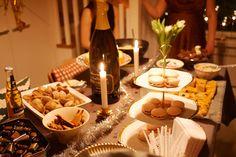 Saareke elementissään buffetpöytänä uudenvuoden juhlinnoissa.