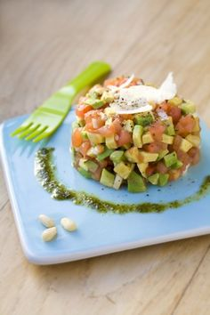 Tomato and avocado tartar Veggie Recipes, Salad Recipes, Vegetarian Recipes, Healthy Recipes, Healthy Cooking, Healthy Eating, Comidas Light, Clean Eating, Food Porn