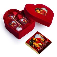 Kalbinizi aşkla, sevgiyle, tutkuyla, merhametle, her şey ile doldurabilirsiniz. Peki ya çikolata ile doldurmaya ne dersiniz? Çikolata içerisindeki bileşenler sayesinde size mutluluk ve aşk hormonu salgılar. Bu yüzden Kalp Kutuda Güllü Çikolatalar ürünü kalbinizdeki tüm eksikleri dolduracak.