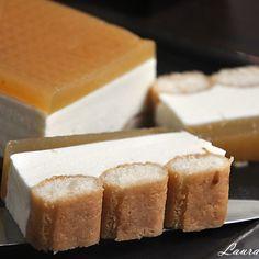 No bake cake with white chocolate mousse - laura sava Sweets Recipes, Desserts, White Chocolate Mousse, Ketchup, No Bake Cake, Cornbread, Irish Cream, Cake Decorating, Cheesecake