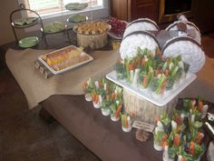 Baby Shower- Born to Hunt theme! Baby Shower Camo, Baby Shower Themes, Shower Ideas, Finger Jello, Hunting Baby Showers, Mini Corn Dogs, Veggie Cups, Fruit Kebabs, Baby Park