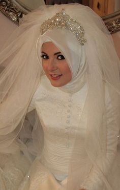 this is a gorgeous wedding veil and I wish I would have seen it before my wedding. soooo beautiful!!!!