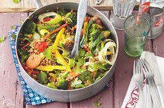 Gemüsepfanne mit bunten Linsen - Schrot und Korn - Das Kundenmagazin für den Naturkosthandel