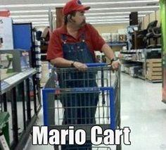 Mario Cart (for real). Look Mario shops at Walmart! Walmart Humor, Walmart Shoppers, Walmart Pics, Walmart Customers, People Of Walmart, Funny People, Creepy People, Mario Et Peach, Walmart Lustig