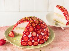 Erdbeer Kuppeltorte mit Mascarpone und Biskuitboden
