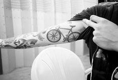 tatuaje bici brazo