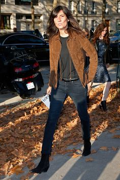 How To Style Jeans Like French Vogue& Emmanuelle Alt French Girl Style, French Chic, Vogue Paris, Emmanuelle Alt Style, Moda Paris, Paris Mode, Moda Boho, Style Casual, Fashion Over 50