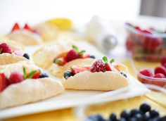 Healthy Sweets, High Tea, Cinnamon Rolls, Donuts, Tart, Oreo, Cake Recipes, Sweet Tooth, Bakery