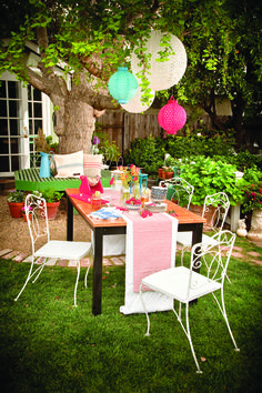 Decorate a Fourth of July Cookout! - Cottage style decorating, renovating and entertaining Ideas for indoors and out Birthday Cookout, White Paper Lanterns, Outdoor Seating, Outdoor Decor, Cottages And Bungalows, Cottage Style Decor, Centerpieces, Table Decorations, Red Poppies