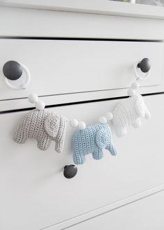 Käsintehtyä ja kaunista: Sinisävyinen vaunulelu Nursery Bunting, Knit Crochet, Crochet Toys, Baby Art, Kids And Parenting, Diy And Crafts, Knitting, Crochet Ideas, Crocheting