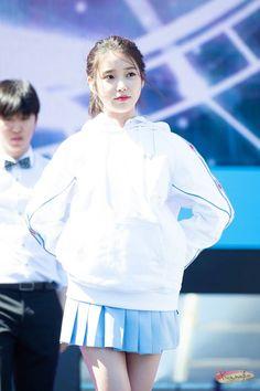180909 뉴발란스 'Run on Seoul 축하공연 Korean Star, Korean Girl, Kpop Girl Groups, Kpop Girls, Iu Fashion, Girl Next Door, Famous Women, Korean Beauty, Korean Singer