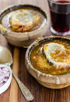 Step-by-step recipe for making the best French onion soup you've ever eaten. French restaurant food in your own kitchen.