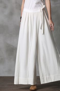 There are a lot of things that add up to a great look; Linen Pants Women, Pants For Women, Clothes For Women, Linen Trousers, Fashion Pants, Hijab Fashion, Fashion Outfits, Fashion Clothes, Womens Fashion