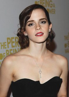 The sexy, kissable lips, neck, shoulders and chest of my gorgeous pale-skinned Emma. ❤❤❤❤