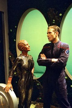 Star Trek: Enterprise. Promo shots. Unexpected.