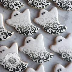 Ghost Cookies, Fall Cookies, Iced Cookies, Cute Cookies, Royal Icing Cookies, Halloween Cookies Decorated, Halloween Sugar Cookies, Halloween Desserts, Halloween Goodies