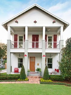 Modern Farmhouse in Orlando, Florida w/second-floor deck #curbappeal http://www.hgtv.com/design/outdoor-design/landscaping-and-hardscaping/copy-the-curb-appeal-orlando-florida-pictures?soc=pinterest