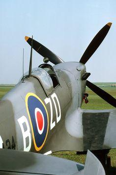 Cockpit of a mark IX British Spitfire parked beside a grass ru , Spitfire Supermarine, Ww2 Spitfire, Spitfire Airplane, Fighter Aircraft, Fighter Jets, Aircraft Propeller, The Spitfires, Old Planes, Aircraft Photos