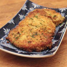 Supergoda vegetariska kikärtsbiffar med smak av citron och vitlök. Perfekt till en sallad eller som hamburgare. Servera gärna med en tzatziki.