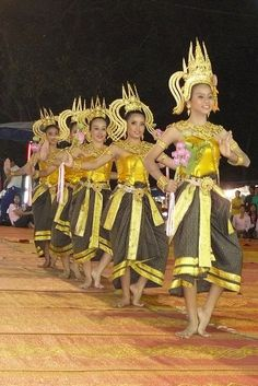 Dancing art Thai ancient show in the Wat Phra Thaen Sila At fair 06 - Dance in Thailand - Wikipedia, the free encyclopedia