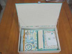 Estúdio Lupi -  by Lu Pimenta - Estojo e Álbuns do Bebê. Miolo ricamente ilustrado, revestimento em tecido e papel importado.