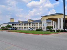Houston (TX) Americas Best Value Inn and Suites Stafford Houston United States, North America Americas Best Value Inn and Suites Stafford Housto is conveniently located in the popular Missouri City area. The hotel has everything you need for a comfortable stay. To be found at the hotel are Wi-Fi in public areas, car park. Comfortable guestrooms ensure a good night's sleep with some rooms featuring facilities such as refrigerator, coffee/tea maker. The hotel offers various recr...