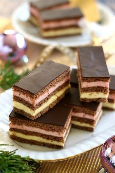 Juditka konyhája: ~ LAJCSI SZELET ~ Party Desserts, Sweet Desserts, Dessert Recipes, Hungarian Recipes, Hungarian Food, Winter Food, Cake Cookies, Food And Drink, Favorite Recipes