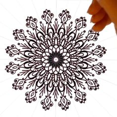 Black and white mandala digital art process Mandala Doodle, Mandala Art Lesson, Mandala Drawing, Mandala Painting, Doodle Art, Croquis Mandala, Skull Girl Tattoo, Textile Pattern Design, Jewelry Design Drawing