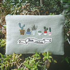love cactus . 안, 겉 모두 리넨 파우치예요. 다육이들과 함께 찰칵. 사이즈는 23*16.5입니다. #선인장 #선인장파우치…