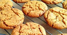 I have seen many recipes all over the internet with 3 or 4 ingredients but I was a little bit skeptical about the result. Easy Peanut Butter Cookies, Peanut Butter Cookie Recipe, Creamy Peanut Butter, Chocolate Chip Cookies, Cookie Recipes, 4 Ingredients, Sweets, Baking, Desserts
