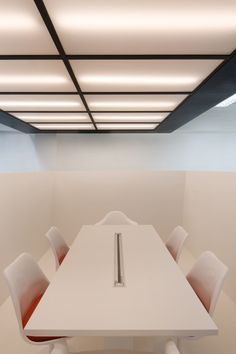 Thin Office by Studio SKLIM