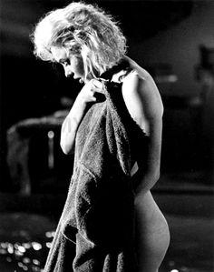 Marilyn Monroe (born Norma Jeane Mortenson) was an American actress, model, singer, humanitarian and. Arte Marilyn Monroe, Picnic Outfits, Norma Jeane, Celebs, Celebrities, Vintage Hollywood, Movie Stars, Star Wars, Portraits