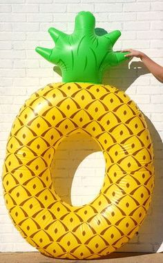 How adorable is this pineapple pool float? Bring on the pool parties!