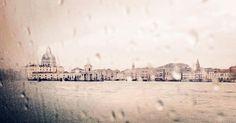 Obnubilare #Venezia #venice #venezialove #ig_venice #ig_venezia #igervenice #ig_venezia_ #instavenice #lagunaveneziana #obnubilare #pensieri #dreams #perdersi #capture #capture_today #composition #rain #rainporn #cartepostale #landscape #italy #atmosphere #magicmoments #moment by ve_bub