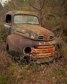 Antique Trucks, Vintage Trucks, Antique Cars, Old Dodge Trucks, Old Pickup Trucks, Vw Classic, Classic Trucks, Abandoned Cars, Abandoned Vehicles