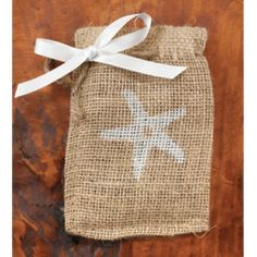 Starfish Favor Bag in Burlap - so adorable.  Use for a Beach or Beach-themed wedding.