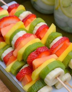 Party Fruit Kabobs - so easy! no recipe required! just slice bananas, kiwi, mangos and papaya and put them on skewers! Great picnic food or appetizers for a summer outdoor party. food ideas Healthy Summer Snacks with Taste of Nature Healthy Summer Snacks, Healthy Finger Foods, Healthy Fruits, Summer Treats, Beach Treats, Healthy Picnic Foods, Healthy Lunches, Summer Drinks, Summer Picnic Recipes