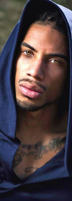 Those eyes....those lips Say yes! Yes! Yes Lord! If I was you I would say yes!