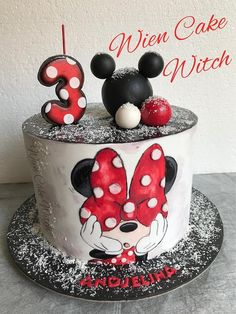 I just love hand painting. Here is one simple Minnie Mouse cake, but still one of my favorites. Bolo Do Mickey Mouse, Minnie Cake, Mickey Cakes, Mickey Mouse Clubhouse Birthday, Mickey Mouse Christmas, Minnie Birthday, 1st Birthday Cake For Girls, Happy Birthday Cake Images, Mini Mouse Cake