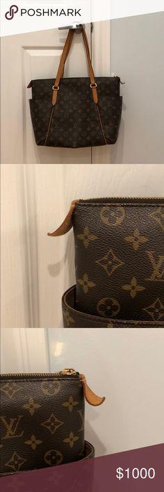 Louis Vuitton Monogram Totally - Authentic Louis Vuitton -Shoulder Bag -Side Pockets -Zipper -Shoulder Straps Louis Vuitton Bags Shoulder Bags